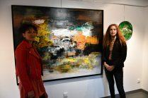 Séance photo lors de Exposition de 7 artistes Internationaux du 21 mai au 21 juin 2021 à la Galerie d'Art Emma à Malleval