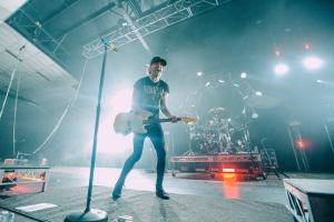 Guitar Alex liveshot all time low young renegade 2017