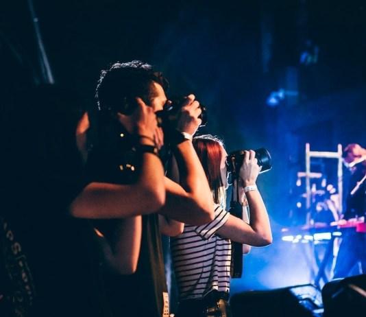Welche Kamera für Konzertfotos? Photo by ZACHARY STAINES on Unsplash