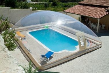 Enclos et d mes de piscine utiliser longtemps for Piscine le dome laon