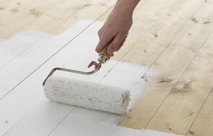 r nover le parquet avec la peinture. Black Bedroom Furniture Sets. Home Design Ideas