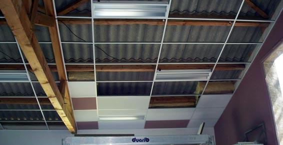 faux plafond suspendu en dalles isolantes. Black Bedroom Furniture Sets. Home Design Ideas