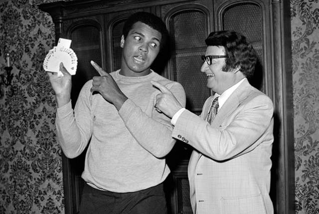 Muhammad Ali jokes with Caesars Palace house magician Jimmy Grippo May 9, 1975. (Las Vegas News Bureau)