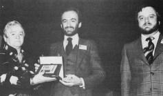 Da sinistra la vedova Bustelli, Gianni Pasqua Roxy e Vittorio Balli Victor (tratta da Linking Ring, settembre 1975, p.58) fonte Mariano Tomatis