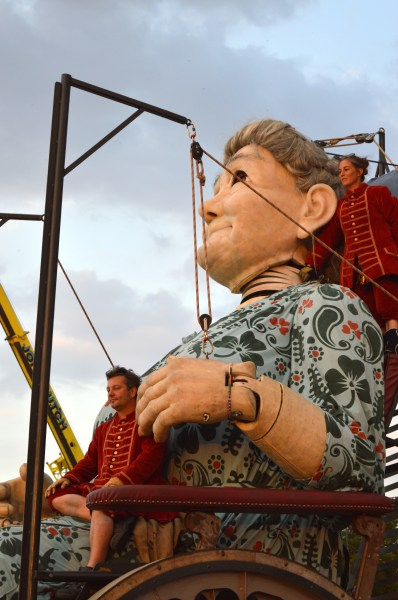 giant spectacular, giant spectacle, royal de luxe, liverpool giants, grandma, #grandmaweloveyou,