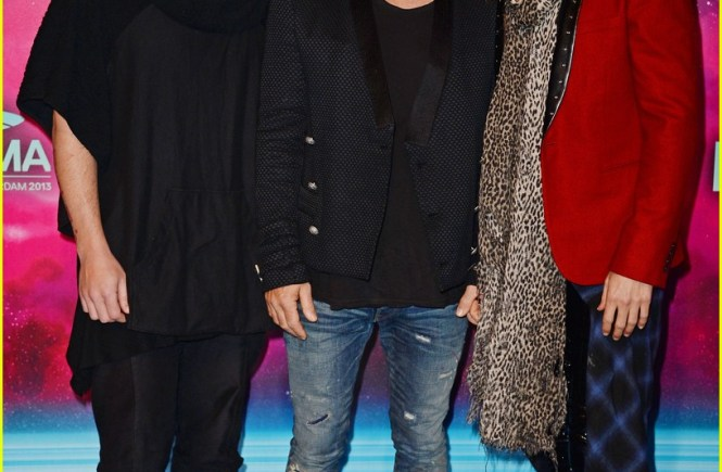 jared-leto-30-seconds-to-mars-mtv-ema-2013-red-carpet-04