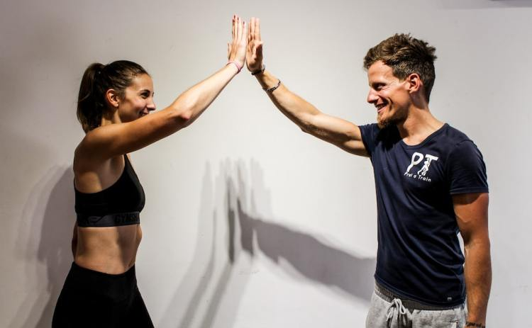 Personal trainer in Canada water Pret a Train with client