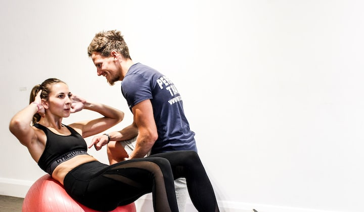 Home - Mobile personal trainer Pret-a-Train with client