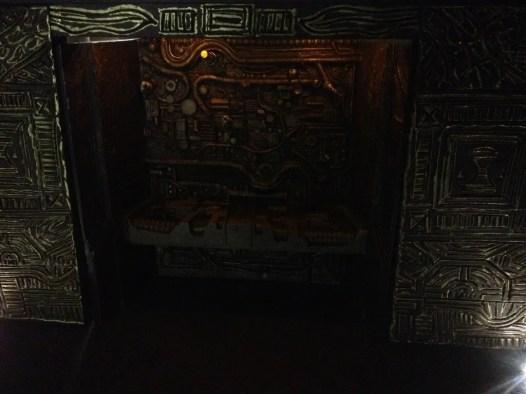 NECA Predator 2 Trophy Skull Wall