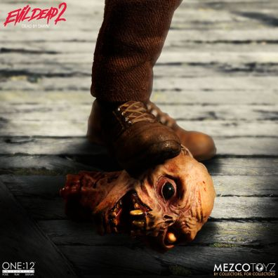 Mezco: One:12 Evil Dead 2 Ash Available for Preorder