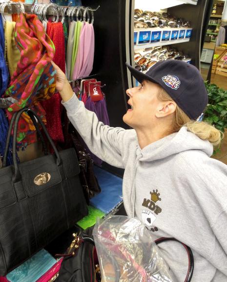 PrettyCripple-shopping-NJ-truckstop