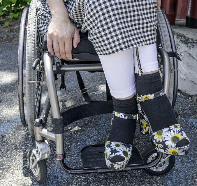 Moschino daisy heel shoes
