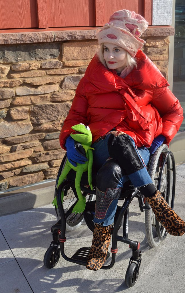 Magdalena Wheelchair blogger hanging out with kermit in a Bacon puffer jacket