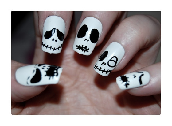 Simple Skull Nails