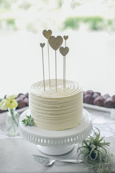 How To Decorate A Small Wedding Cake