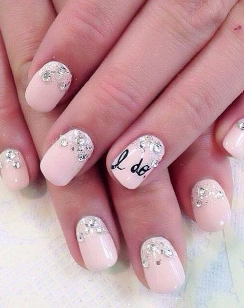 Υπέροχα ροζ γαμήλια νύχια