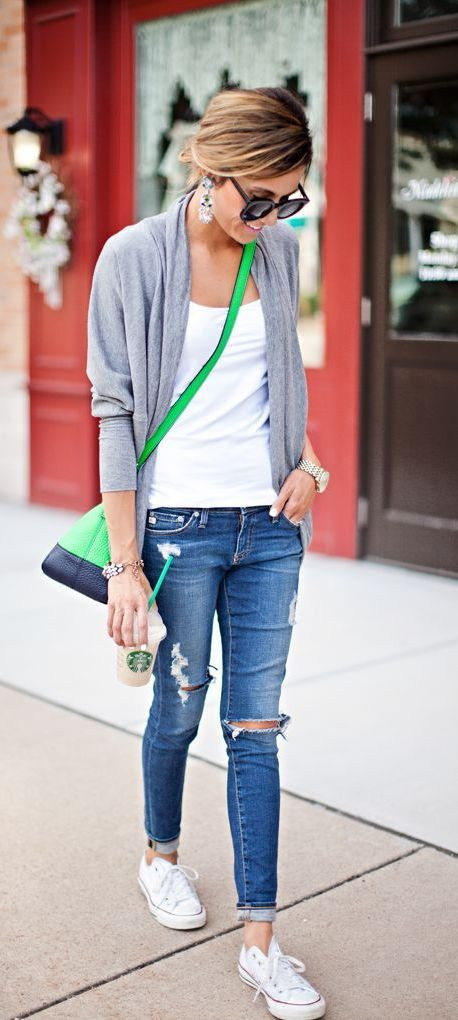 20 Super Casual Styles with Sneakers |Sneakers and Green Bag