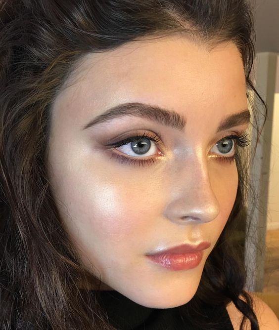 How to Shape Your Eyebrows Flawlessly