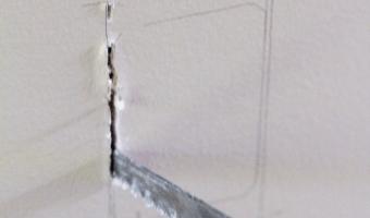 Cutting Drywall With a Keyhole Saw