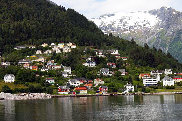 town_along_fiord