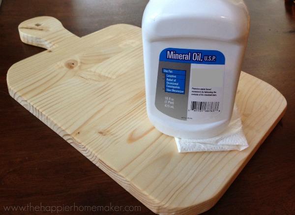 oiling cutting board
