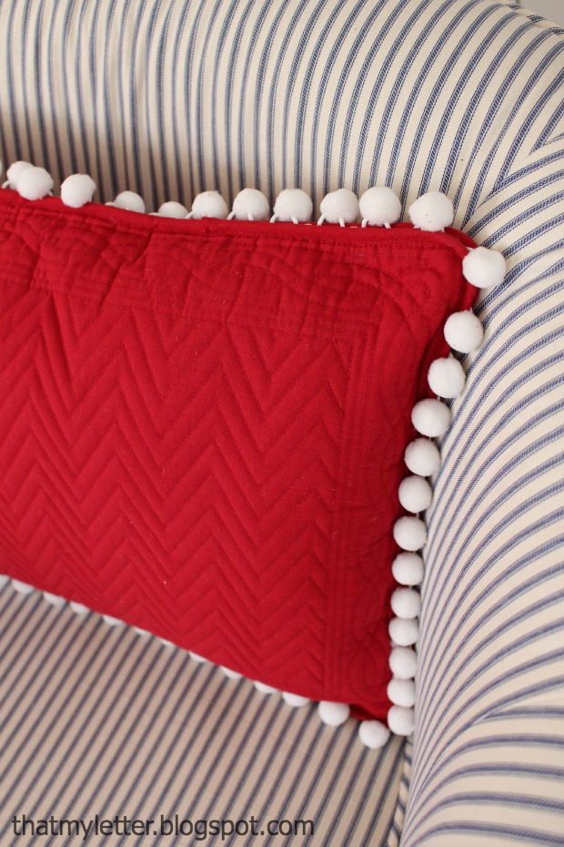 easy sewing projects to help you learn to sew - pom pom placemat pillow tutorial