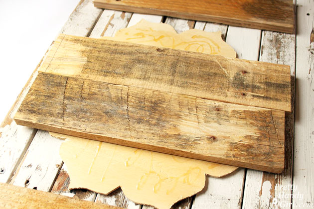 Rustic Pallet Serving Tray | Pretty Handy Girl