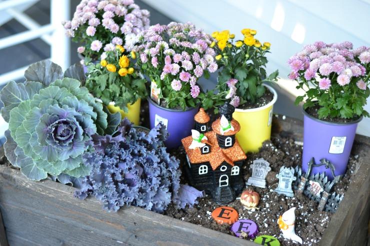 Add a fun Halloween Ghostly Garden to your fall planter.   PrettyHandyGirl.com