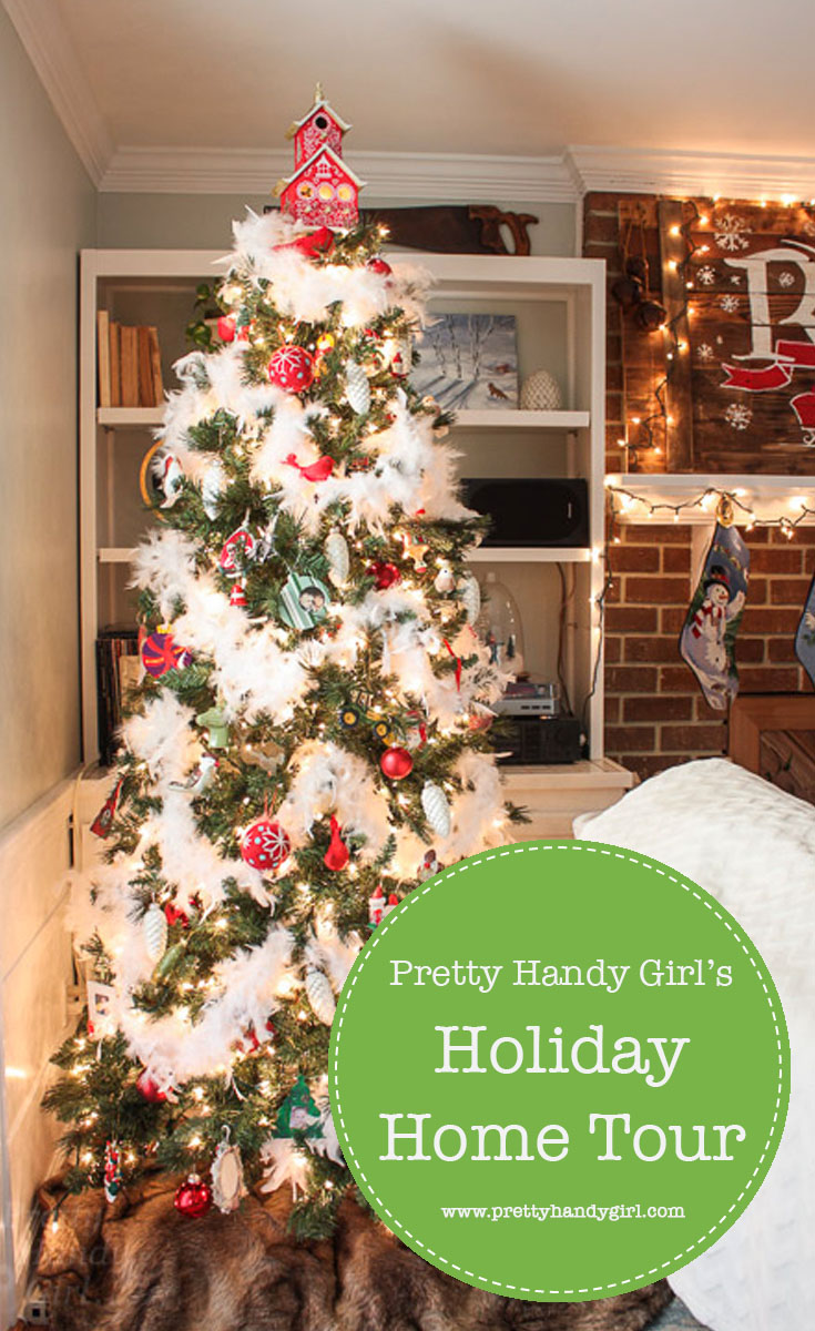 Check out Pretty Handy Girl's Holiday Home Tour for holiday home decor ideas and inspiration! | Holiday decor for the home #prettyhandygirl #holidayhome #holidaydecor