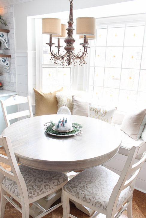 bay-window-seating-gold-white-pillows