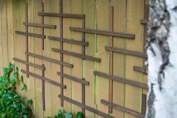 This fence trellis now draws attention to the shady part of the garden.