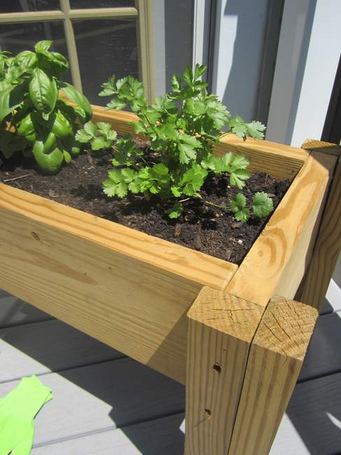 Scrap-wood-plater-Herb-Garden-Box