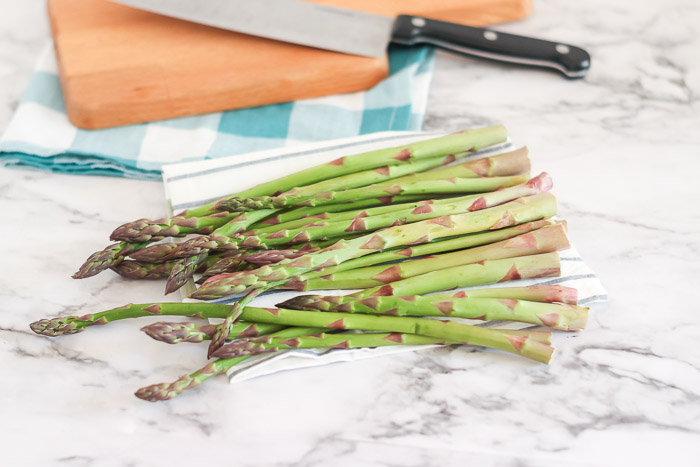 washed asparagus ready to cook