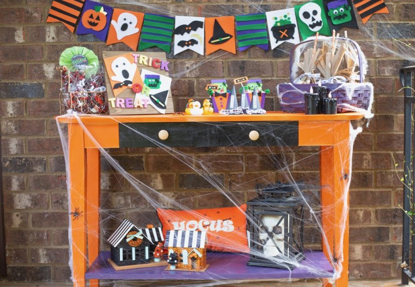 DIY Halloween Trick or Treat Table