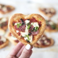 "Heart Shaped ""Bee Sting"" Mini Pizzas"