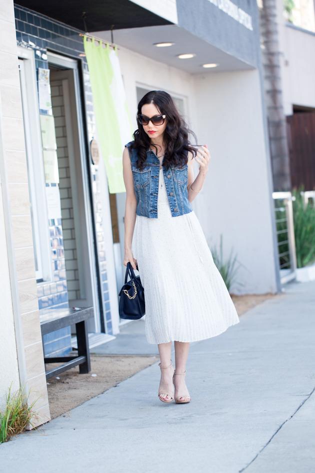 Lisa Valerie Mogan wears A&F Chiffon Pleated Midi Dress