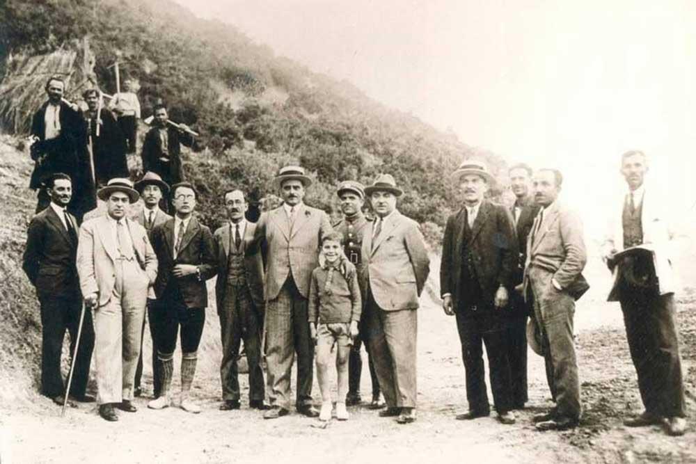 ΜΙΚΗΣ-ΘΕΟΔΩΡΑΚΗΣ-1932-ΓΙΑΝΝΕΝΑ