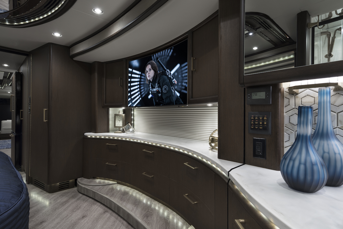 2018 Prevost Liberty Elegant Lady H3 45quad Slide 821