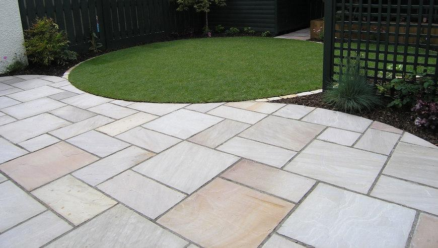 how much does it cost to lay a patio
