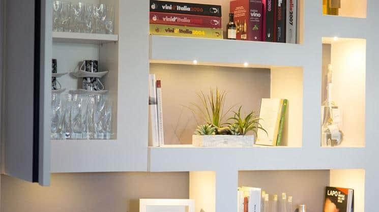 Divani in muratura dalle linee moderne od etniche. Librerie In Cartongesso Moderne Pareti Attrezzate