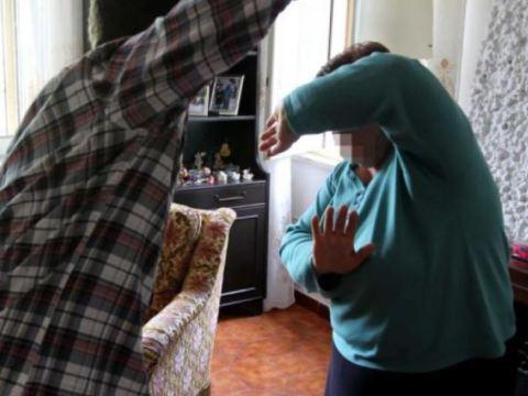 CRONACA CATANIA - Arrestato 26enne: violenze contro il nonno e lo zio, fisiche e verbali, per via di una forte gelosia nei confronti della nonna