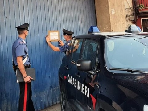 Autofficina illegale scoperta dai carabinieri, calatino finisce nei guai