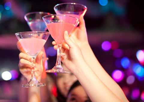 Compleanni e feste private con massimo dieci persone invitate e Natale a rischio, cosa si prevede nel Dpcm