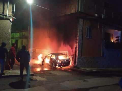 Ramacca, auto in fiamme nel cuore della notte paura per una famiglia