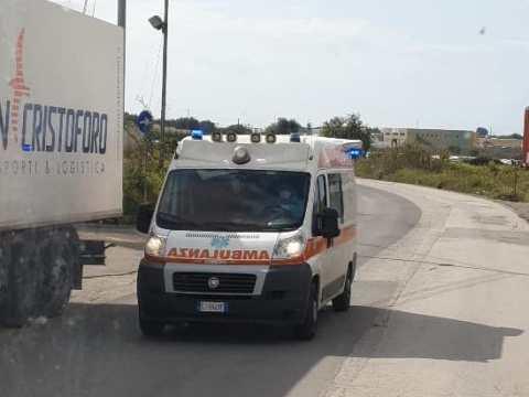 Grave incidente ora a Vittoria due ambulanze sul posto per prestare soccorso alle persone rimaste coinvolte nel sinistro.