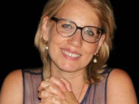 Morta la prof di Messina dopo vaccino AstraZeneca, ma la famiglia lancia un appello corale. Vaccinatevi tutti.