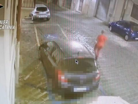 Caltagirone, aveva incendiato sette auto in una notte: identificato VIDEO