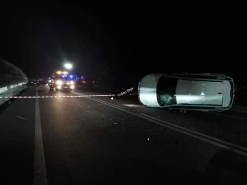 Paura nella notte, incidente sulla sulla Ss 284, auto si ribalta. Sul posto, personale del 118, dei Carabinieri ed i vigili del fuoco.