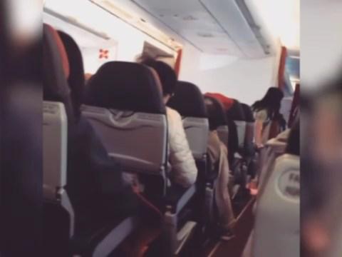 """Forte turbolenza in volo, sedili aereo tremano: """"Pensavo di morire"""" VIDEO con immagini che lasciano ben intendere la paura provata."""