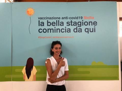 Nicole Grimaudo si è vaccinata poco fa all'Hub di Caltagirone VIDEO DEDICA